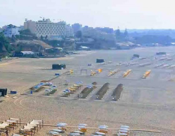 <p>Beautiful sandy beach with room for tens of thousands, lined with beach restaurantes, beach sports, water sports, a marina with exclusive VIP clubs. A great nightife catering to everyone!!</p>