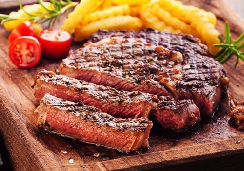 <p>A table will be booked at one of our partner restaurants depending on where you are staying, either Albufeira, Vilamoura. You meal is 3 courses and includes a half bottle of wine, you can chose from a variety of dishes including a vegetarian&nbsp;option.</p>